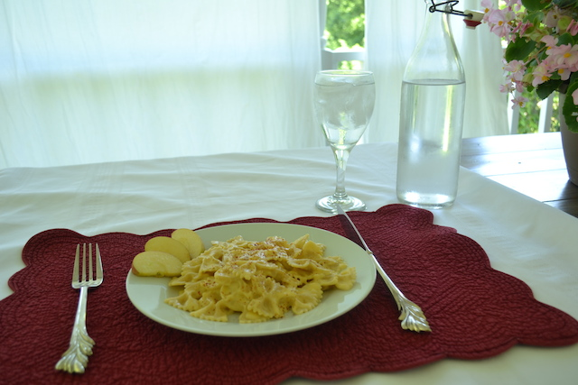 Macaroni and Cheese on the front porch with ice water